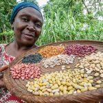 Combaten hambre en Uganda